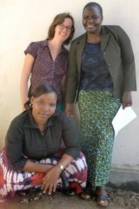 Hanneke met twee collega's van alfabetisering