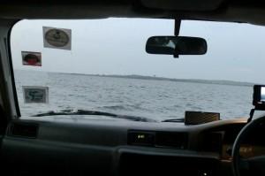 Nee, dit is geen overstroomde weg. Dit is op de ferry op weg naar een workshop!