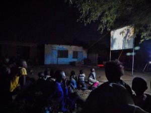 Eerste vertoning van de Jezus Film in Ikoma.